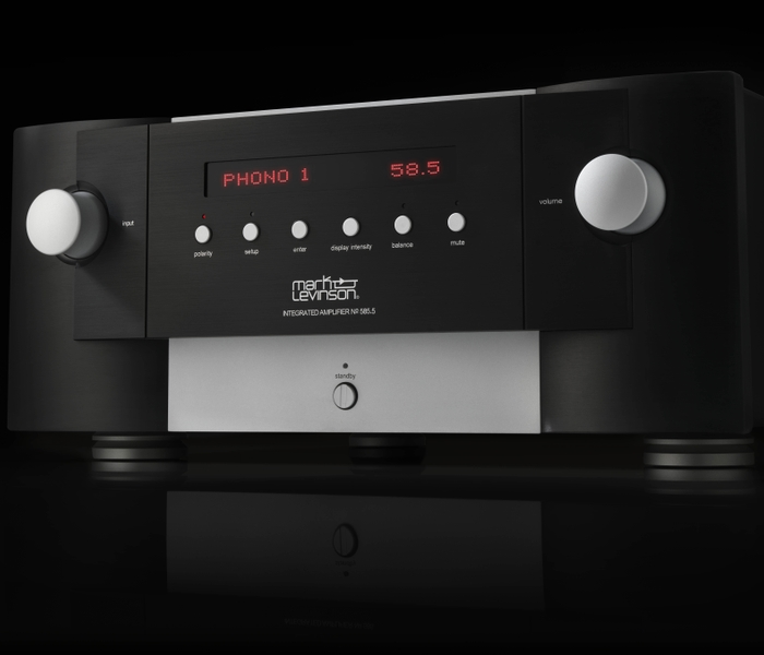 MarkLevinson_No585.5 Amplifer_Detail Front