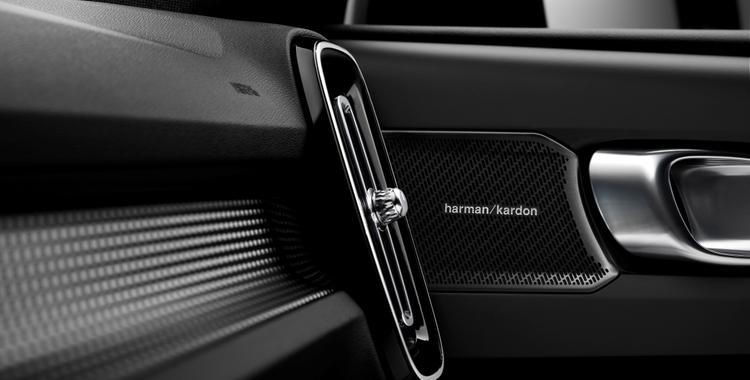 213038_New_Volvo_XC40_Harman_Kardon_speakers