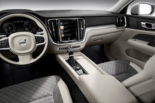 223531_New_Volvo_V60_interior