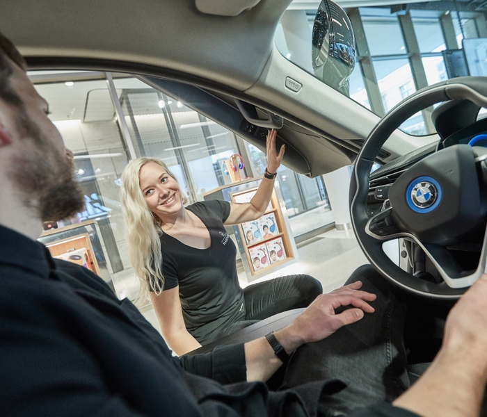 HARMAN Experience Store Cusotmer Interaction BMWi8
