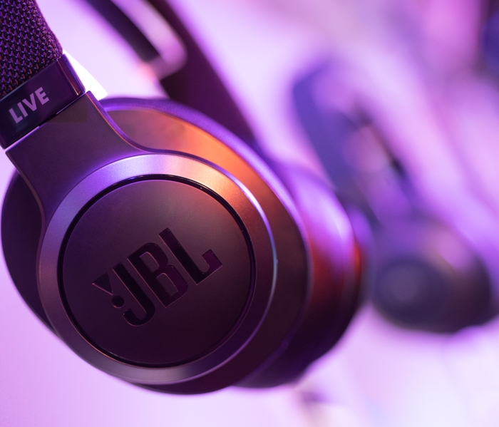 JBL Live black close up