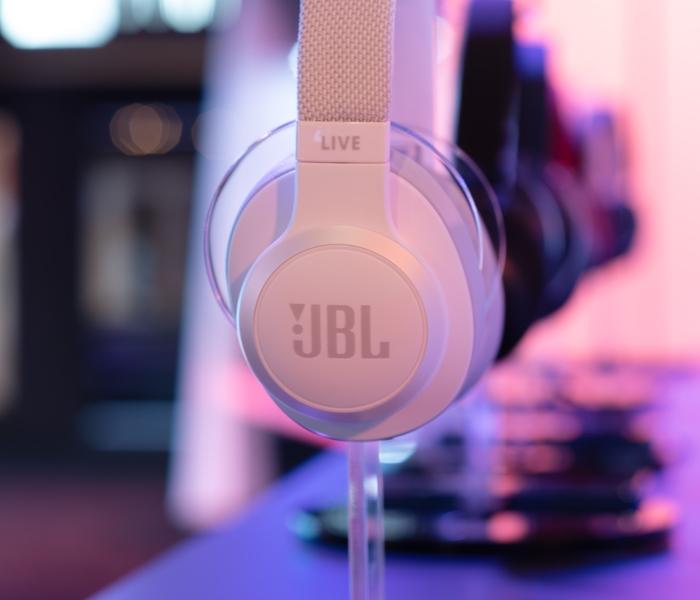 JBL Live white