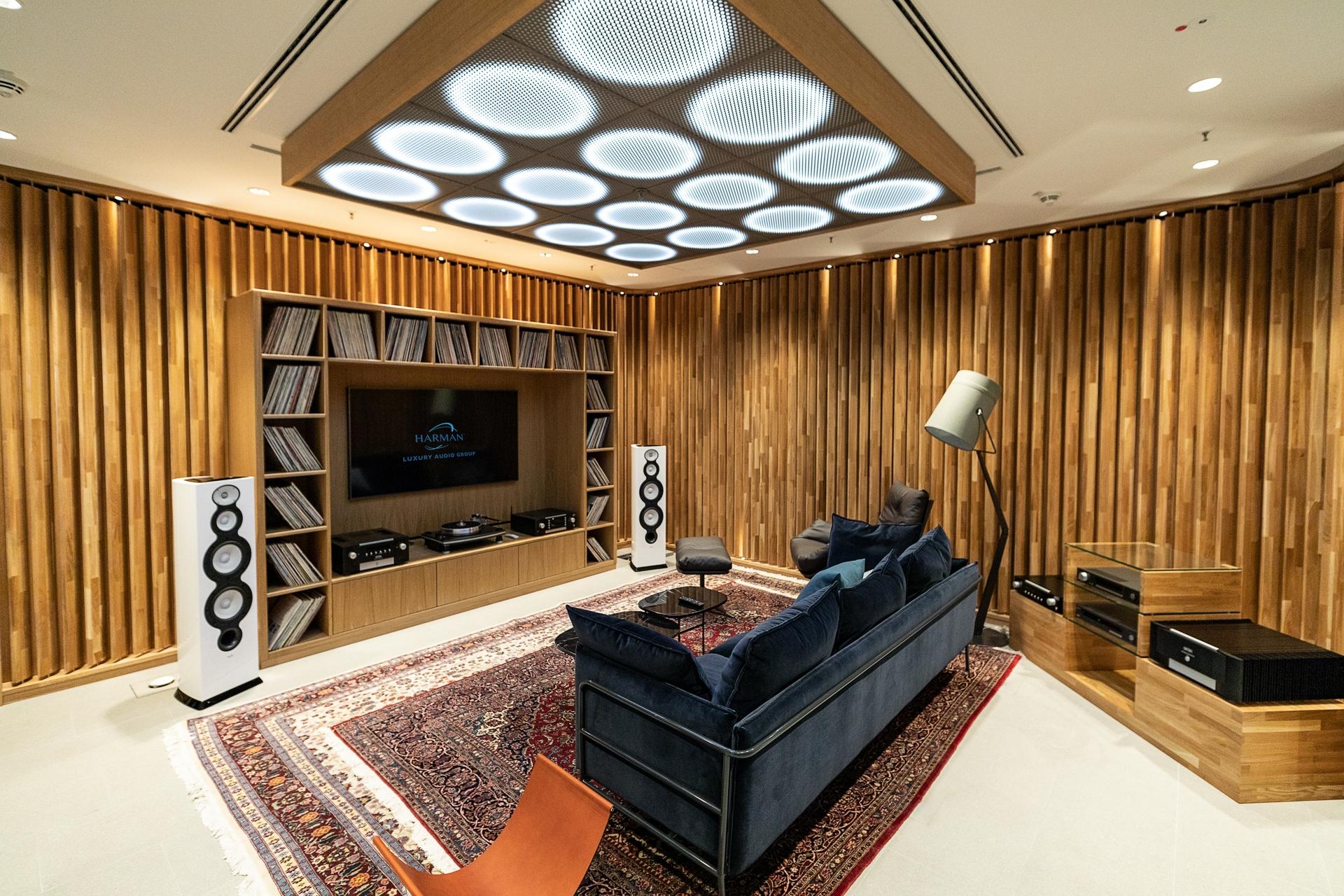 Luxury Studio_Listening Room_v1_201905130604