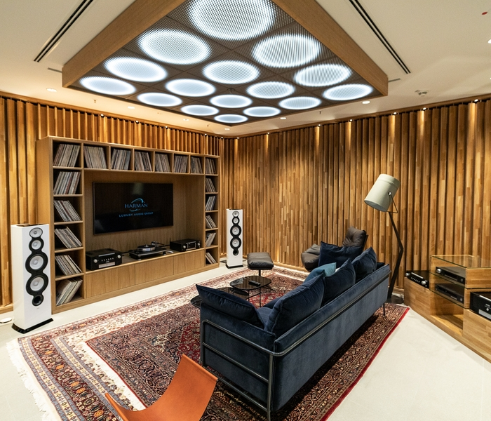Luxury Studio_Listening Room_v1_201905130604