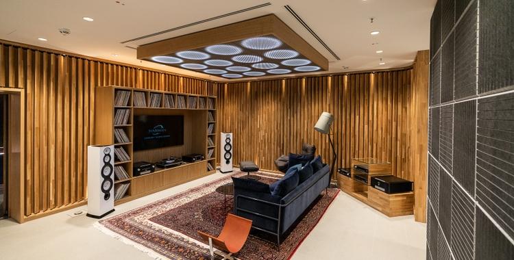 Luxury Studio_Listening Room_v2_201905130604