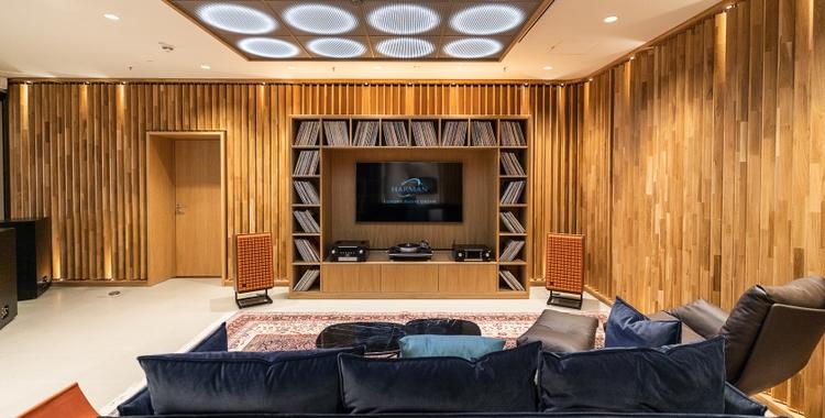 Luxury Studio_Listening Room_v3_201905130604