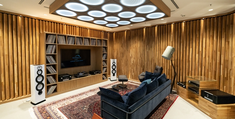 HARMAN Adds a Whole New Dimension to its Experience Store in Munich