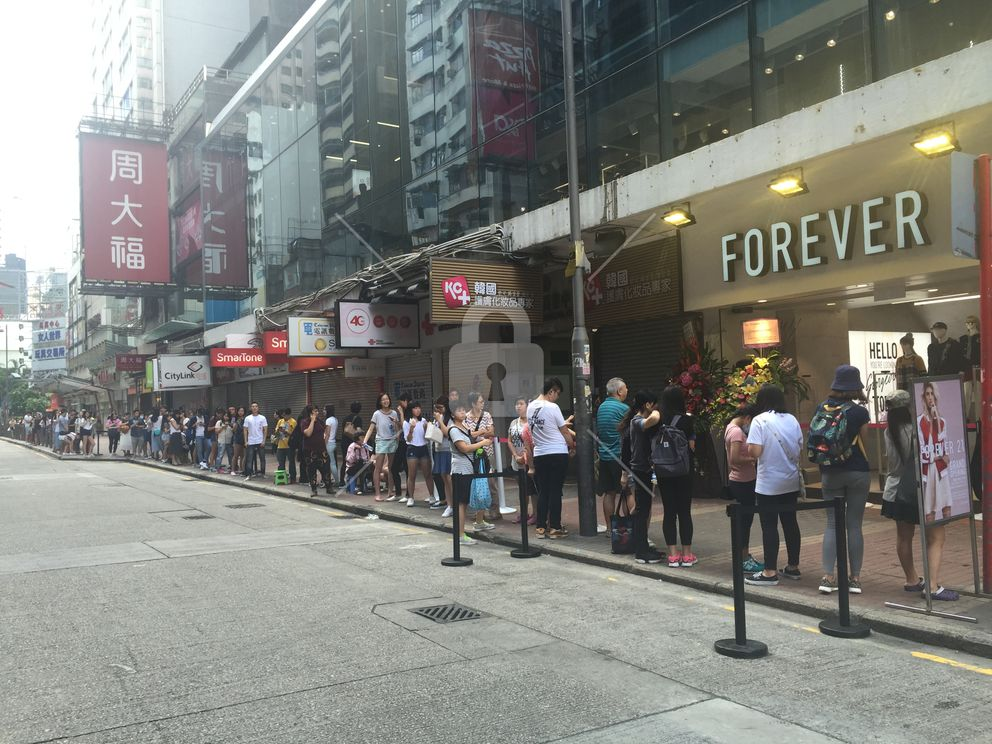 Line at 930am