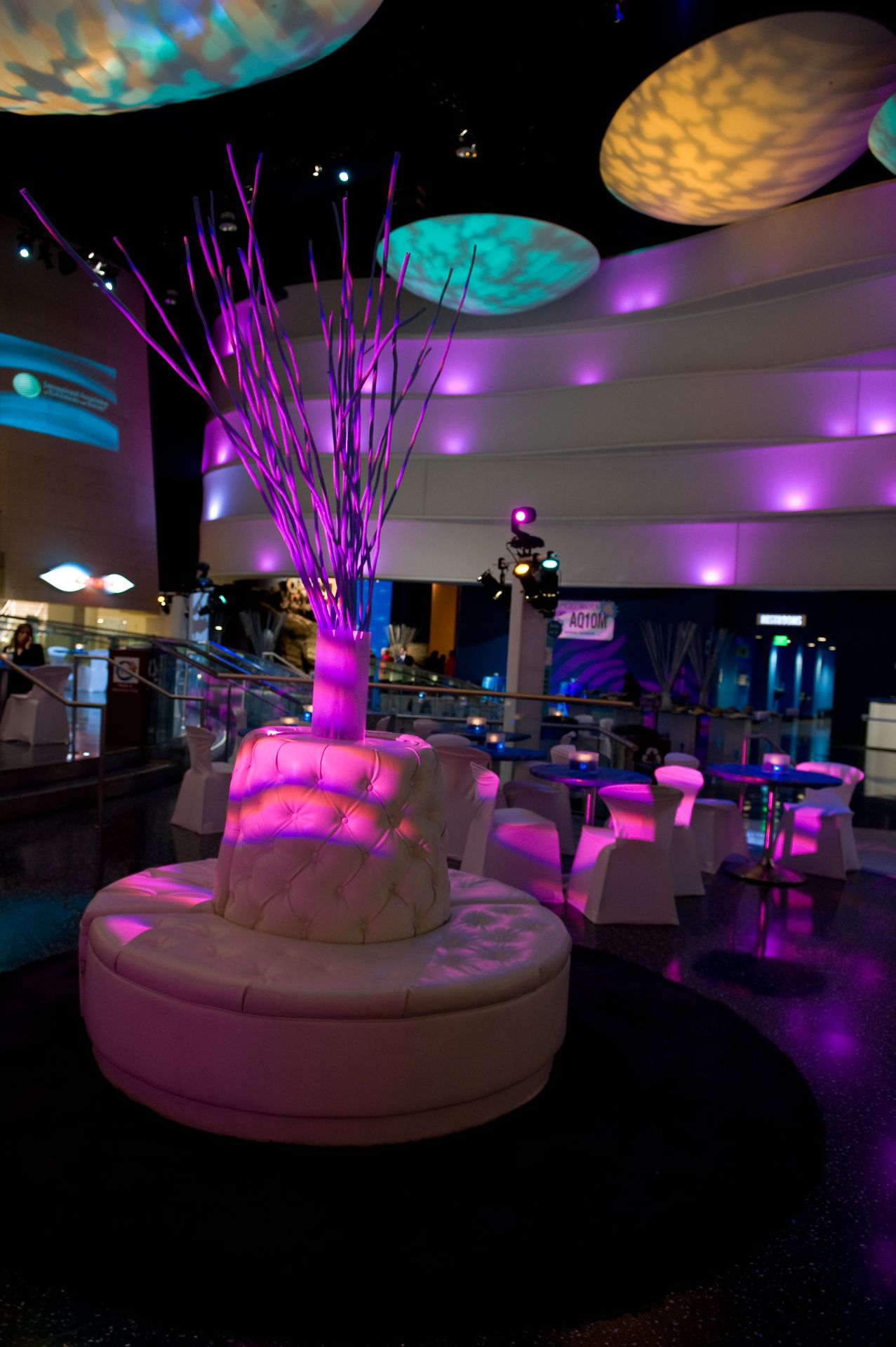 Atrium - Lounge and Tables