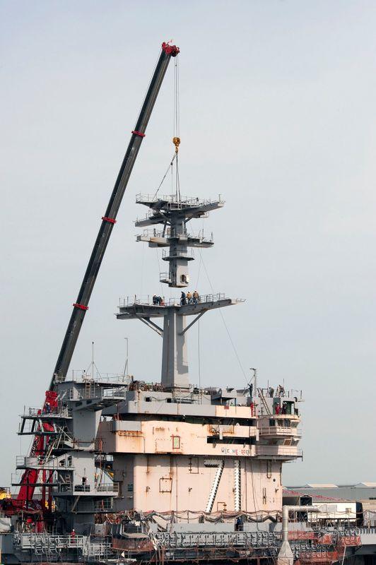 USS Theodore Roosevelt (CVN 71) main mast installation