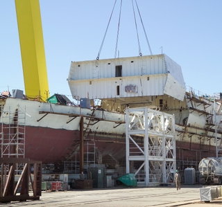 Photo Release -- First National Security Cutter Fabrication Unit Lifted Into Place Since Hurricane Katrina