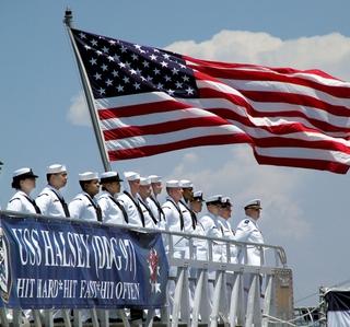 Photo Release -- Sen. John McCain Thanks Northrop Grumman Shipbuilders at Commissioning of Aegis Destroyer Halsey (DDG 97)