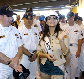 Photo Release -- Miss USA Visits Northrop Grumman and Tours Submarine Named After Her Home State of North Carolina