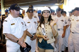 Miss USA Chelsea Cooley met with sailors from the North Carolina (SSN 777)