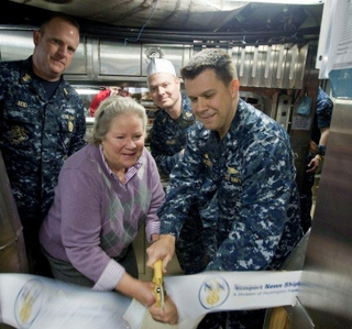 Photo Release -- Minnesota Crew and Sponsor Share in Submarine's First Meal Milestone