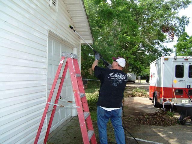Ingalls Shipbuilders Help Beautify American Red Cross Building
