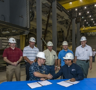 Photo Release -- Ingalls Shipbuilding Delivers Hangar for DDG 1001