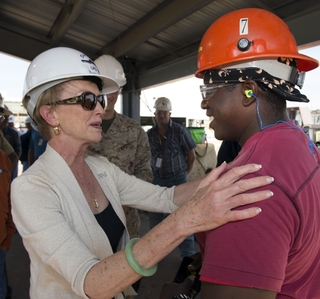 Photo Release--Gen. and Mrs. Amos Visit Portland (LPD 27) Shipbuilders at Ingalls