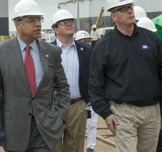 Photo Release -- Secretary of Homeland Security Johnson and U.S. Rep. Palazzo Visit Ingalls Shipbuilding