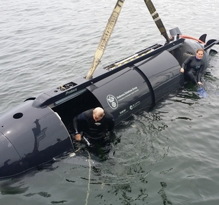 Photo Release--First Female Divers Crew and Operate a Dual-Mode Underwater Vehicle