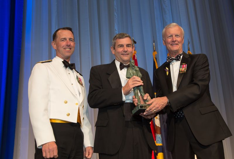 Petters Receives Lone Sailor Award