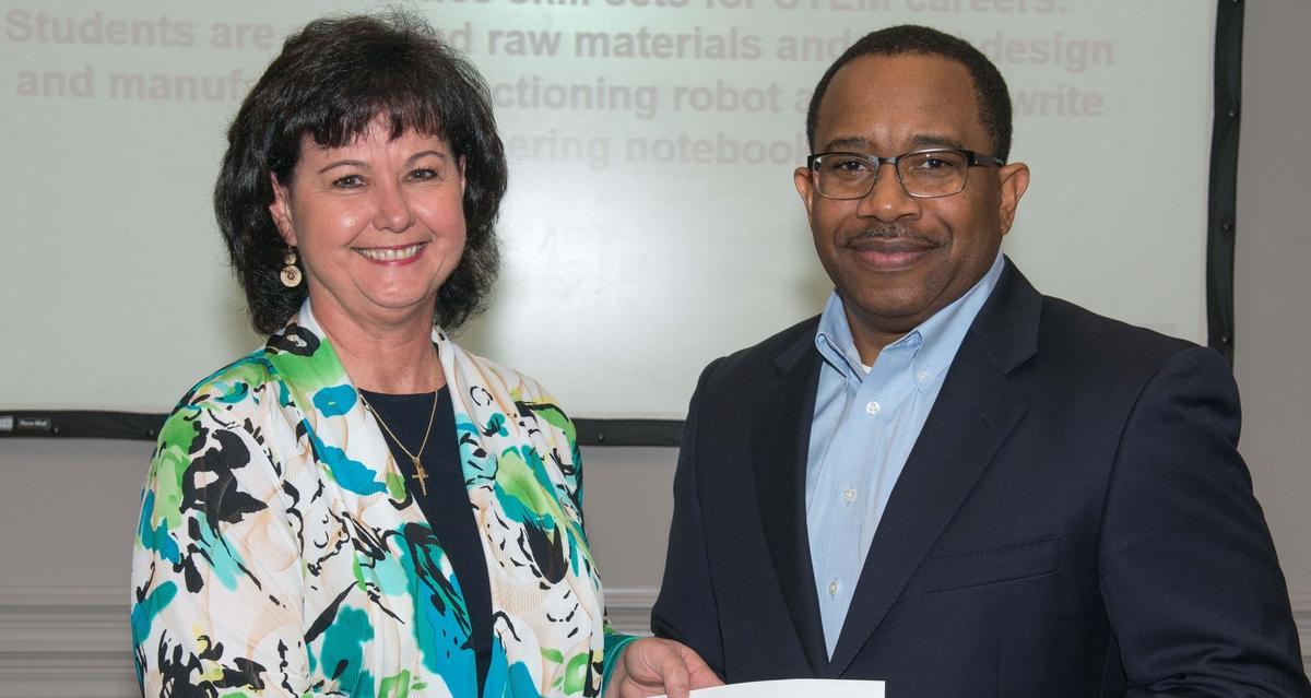 Ingalls Shipbuilding Awards$100,000 in STEM Grants to 28 Gulf Coast Schools