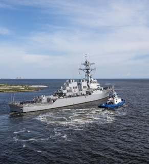USS Ramage (DDG 61) Sails Away