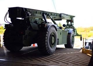 越野集装箱装卸车