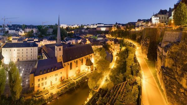 Luxembourg_City_Night_Wikimedia_Commons-842x450