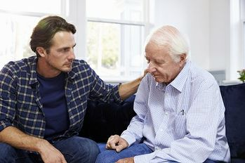 4 Signs Your Elderly Relative Is the Victim of Money Scams