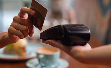 Points or Cash Back? Maximize Your Credit Card Rewards Strategy