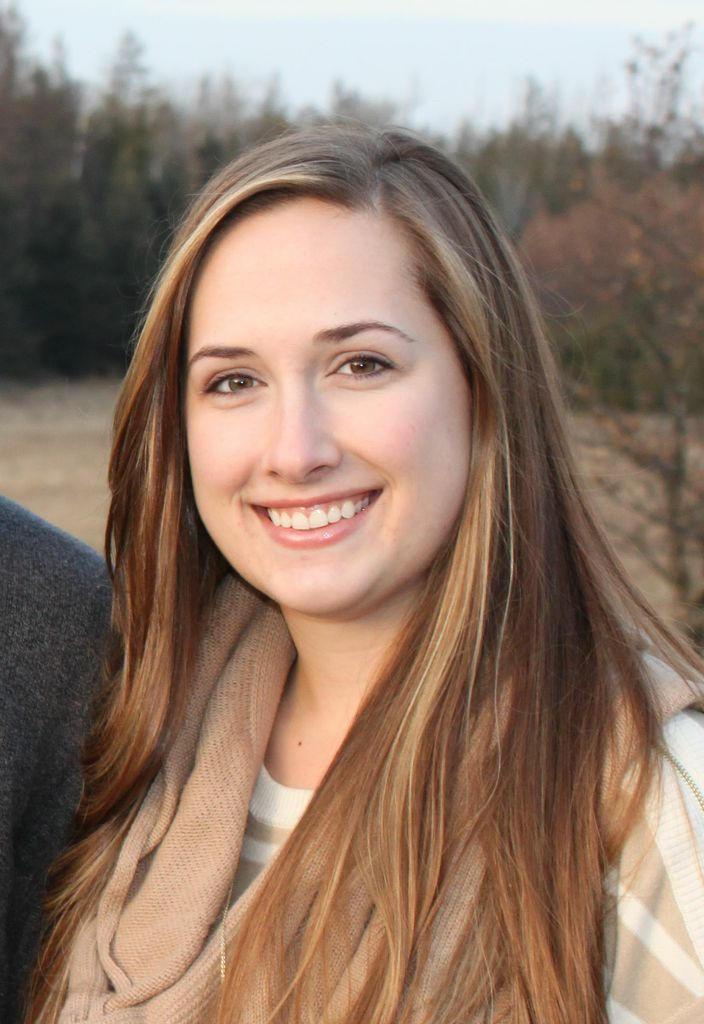 """Beth Koeppel receives a $2,500 """"Good Fit"""" scholarship from Associated Bank"""