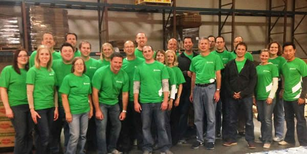 Associated Bank colleagues volunteer at Feeding America