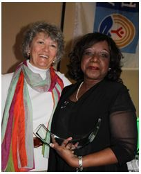 Lorraine Avery of Associated Bank receives Dedicated Service Award