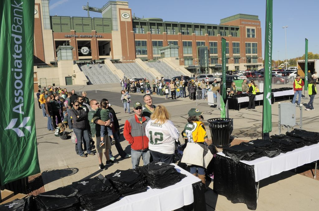 Associated Bank hosts 'Community Day' at Lambeau Field