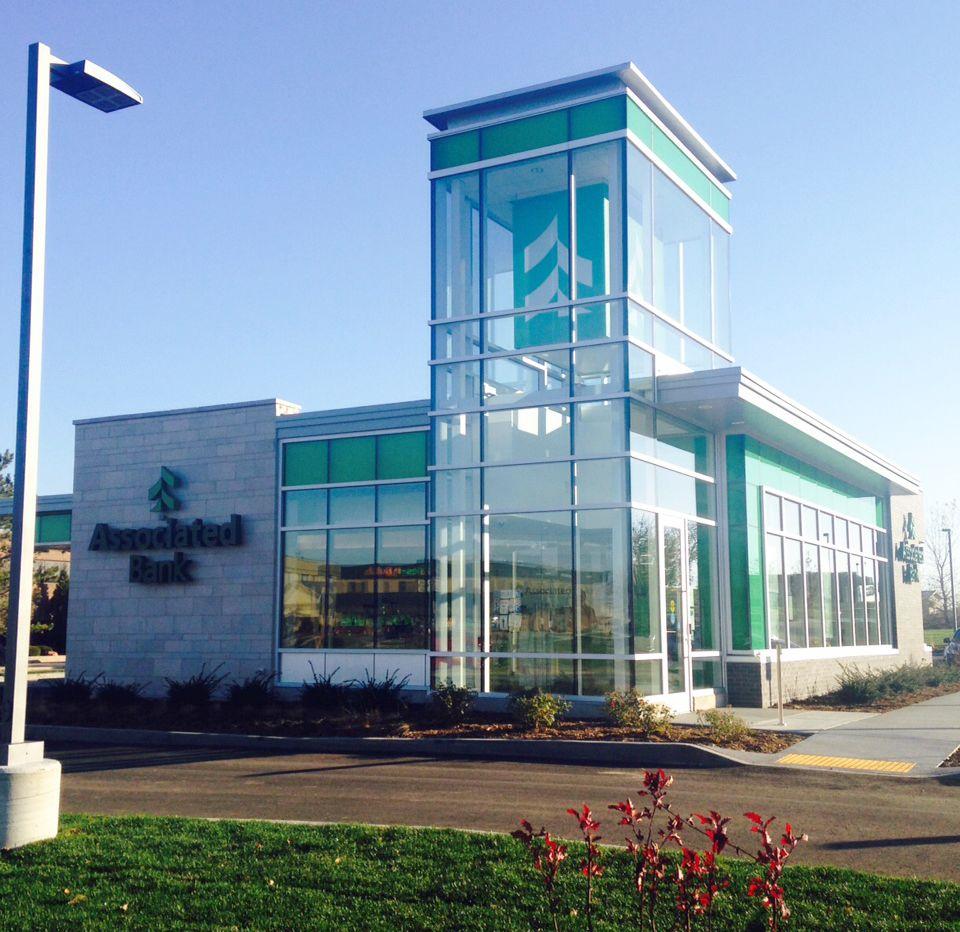 Associated Bank opens new Waukesha branch on Grandview