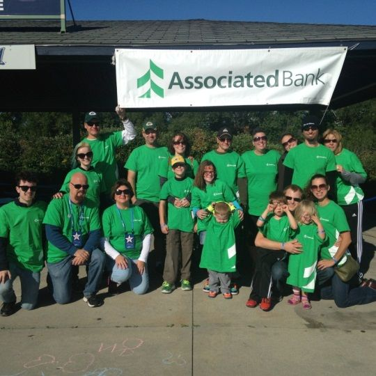 Associated Bank colleagues participate in 3.1 mile walkrun to help fight against type 1 diabetes