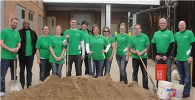 Associated Bank Rockford colleagues volunteer at Discovery Center Museum