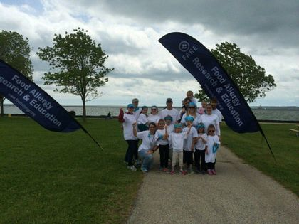 Associated Bank colleagues support Food Allergy Research & Education