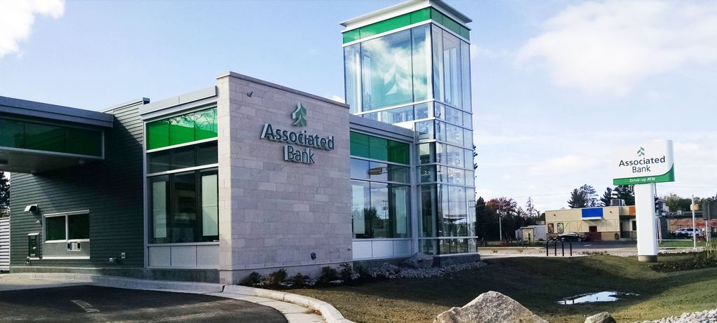 Associated Bank opens new Eagle River branch on Pine Street