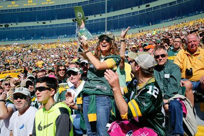 GREEN BAY PACKERS: Associated Bank hosts 'Turf Search' for Packers fans