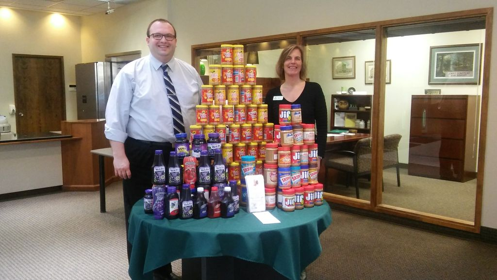 Associated Bank colleagues in Red Wing supply sandwiches for underprivileged children and their families