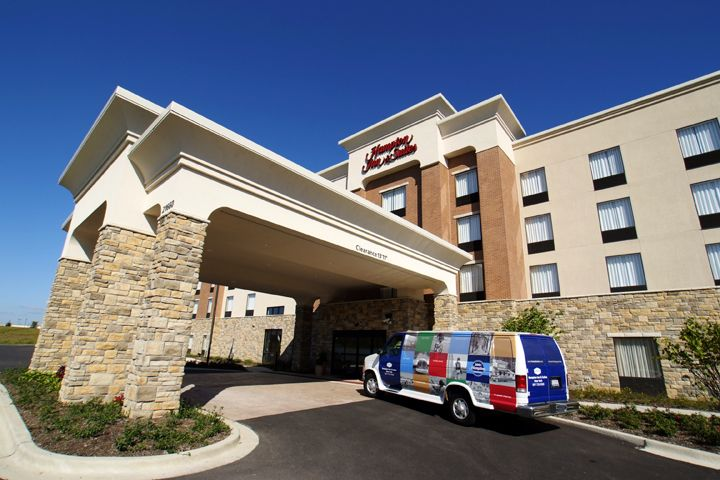 Hampton Inn & Suites in Deer Park, Ill.
