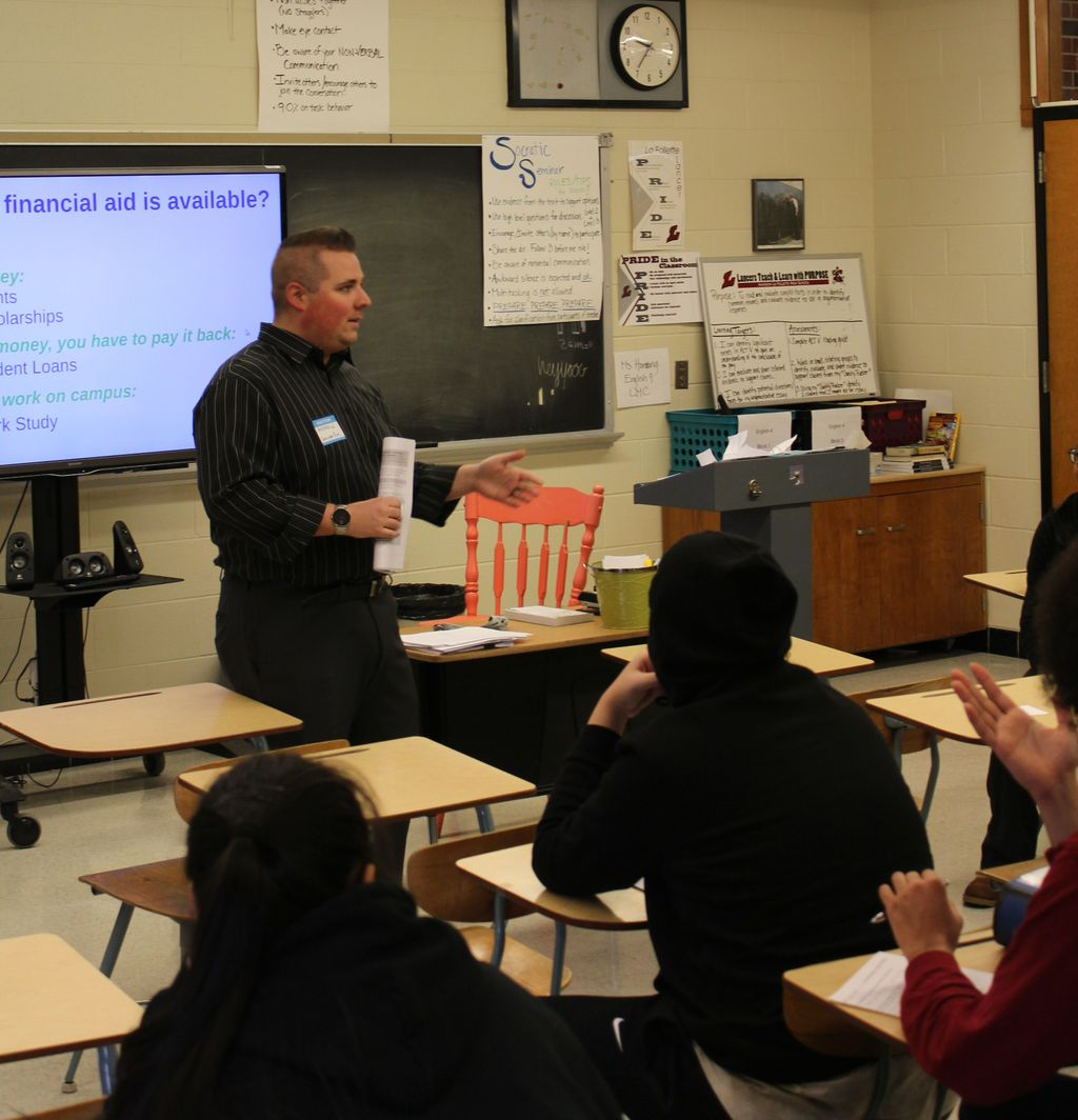 Andrew Justus teaches juniors about personal finance