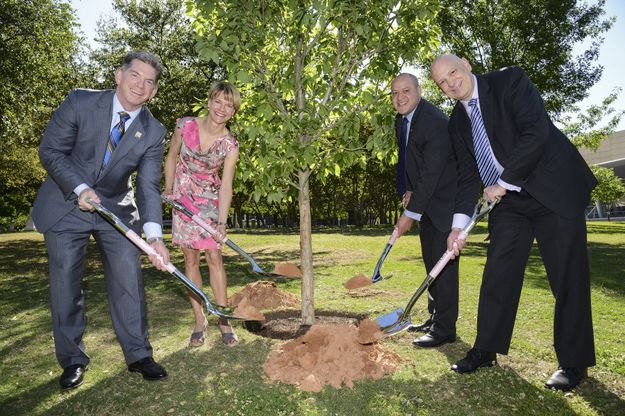 Mary Kay and the City of Dallas Celebrate National Arbor Day
