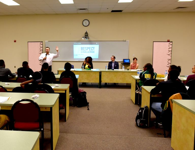 """Mary Kay and YMCA of Metropolitan Dallas Bring """"Healthy Relationships Huddle"""" to DeSoto High School"""