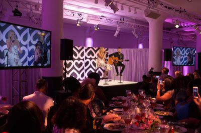 Kelsea Ballerini serenades Mary Kay Global Day of Beauty