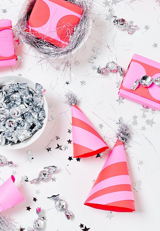 Astrobrights-Paper & stitch-overhead-party-shot-diy-new-years-eve-ideas-2