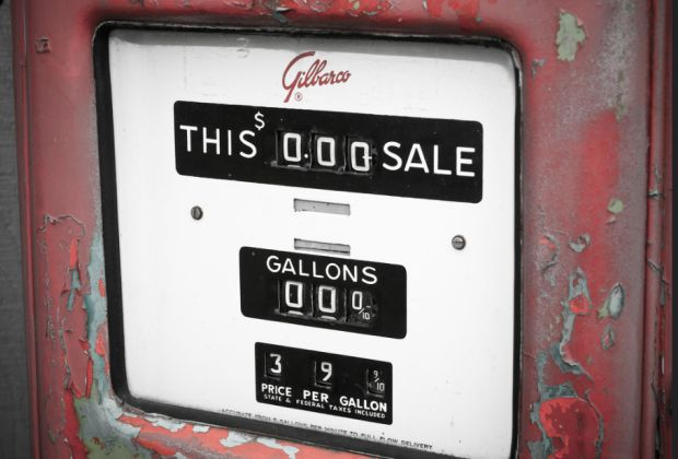 Old gas pump by Andrew Taylor