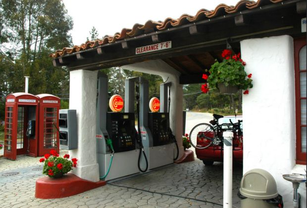 Picturesque gas station by Wonderlane